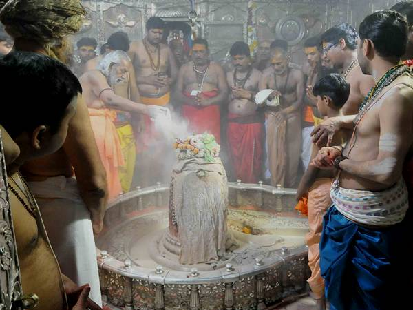 mahakal temple bhasm aarti controversy