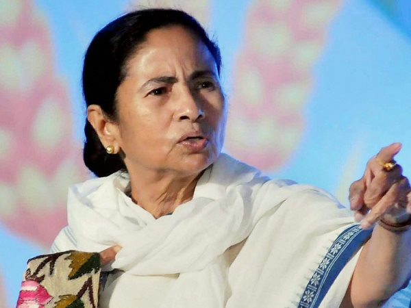mamata banerjee alleges that Central forces at booths asking people to vote for bjp