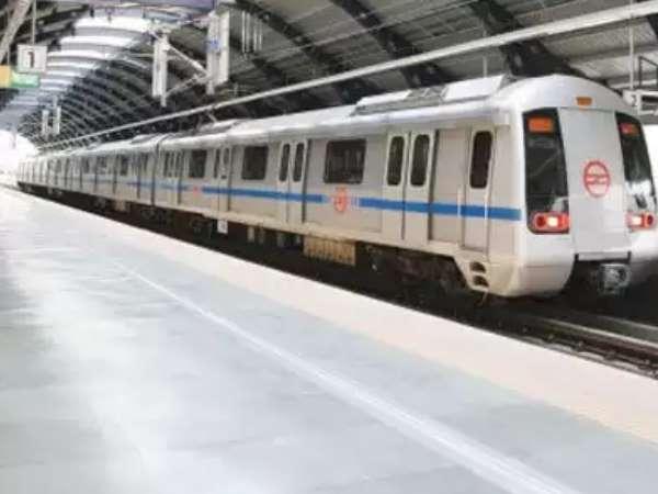 मेट्रो स्टेशन में घुसा खून से लथपथ शख्स, सुरक्षा जवानों से लगाई मदद की गुहार