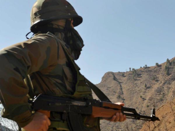 जम्मू कश्मीर: पाकिस्तान सेना ने राजौरी में इंडियन आर्मी की पोस्ट्स पर की फायरिंग, दिया गया  तगड़ा जवाब