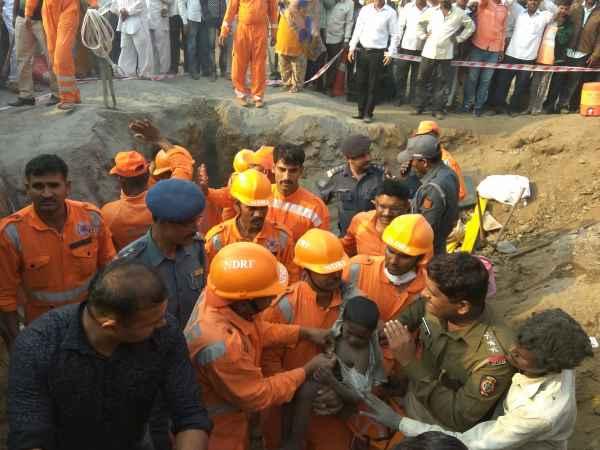 पुणे: बोरवेल में गिरे 6 साल के बच्चे को NDRF ने बचाया, 16 घंटे बाद मिली सफलता