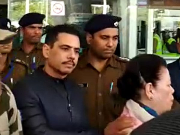 Robert vadra arrives jaipur For ED Inquire in Bikaner land scam Case
