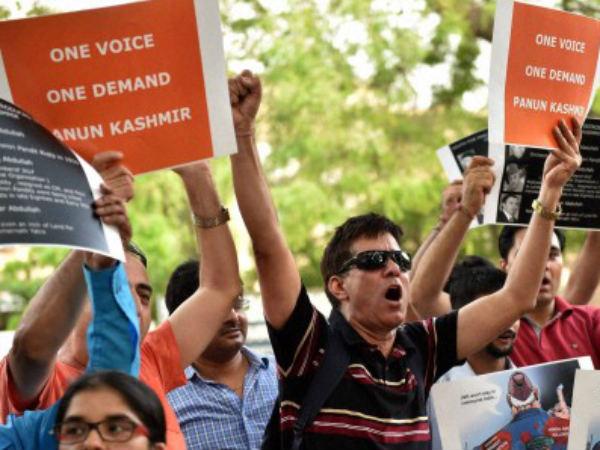 Pulwama Attack: कश्मीरी छात्रों की लात-घूसों से पिटाई, जबरन वंदे मातरम, हिंदुस्तान जिंदाबाद के लगवाए नारे