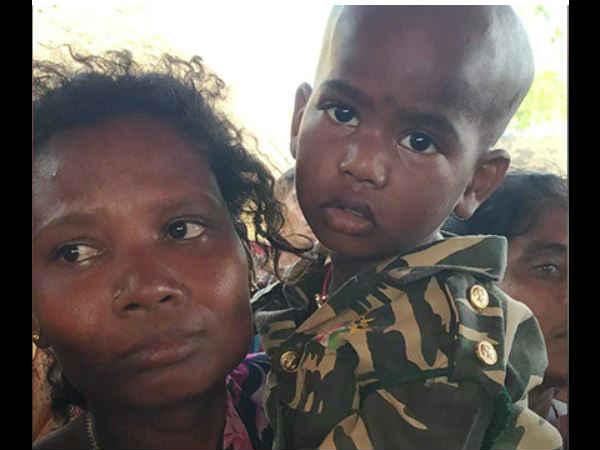 Pulwama Attack: पिता की वर्दी पहन 2 साल के बेटे ने दी अंतिम सलामी