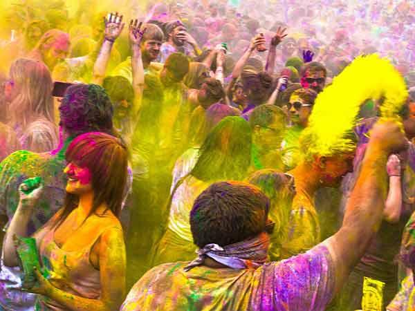 Holi 2019: रंग खेलने से पहले जरूर जानिए होली के बारे में ये दिलचस्प बातें