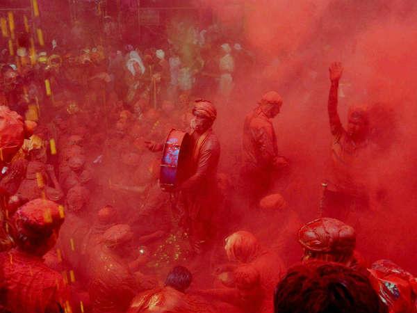 Holika Dahan 2019: जानिए कौन है भद्रा, जिसकी वजह से आज होलिका-दहन है रात को