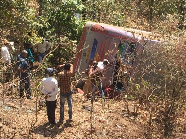 महाराष्ट्र: पालघर में सड़क हादसा, 4 की मौत और 45 घायल