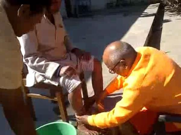 ballia cmo washed sweeper feet video goes viral