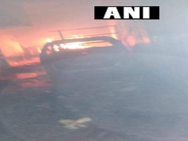 दिल्लीः करावल नगर के पास मोनगा नगर में सिलेंडर ब्लास्ट, 8 दमकल की गाड़ियां मौके पर