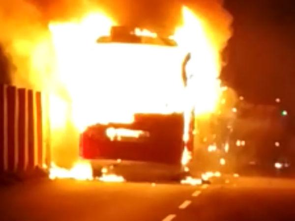 चीन में चलती टूरिस्ट बस में लगी आग, 26 लोगों की मौत