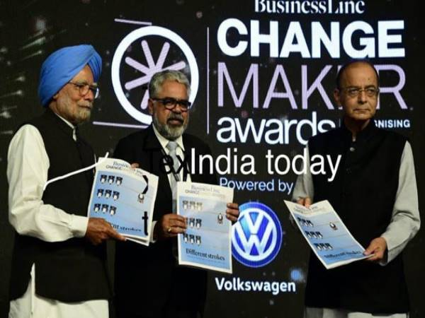 Arun Jaitley Gets Award From Manmohan Singh For successfully introducing GST