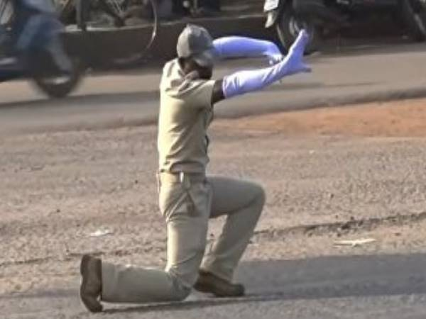 traffic police personnel ontrol traffic by his dance mov, Video Viral
