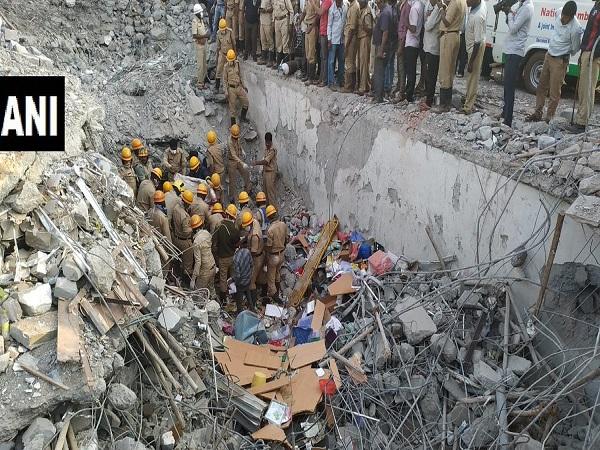 कर्नाटक: धारवाड़ बिल्डिंग हादसे में 3 दिन बाद जिंदा निकाला गया शख्स, अब तक 14 की मौत