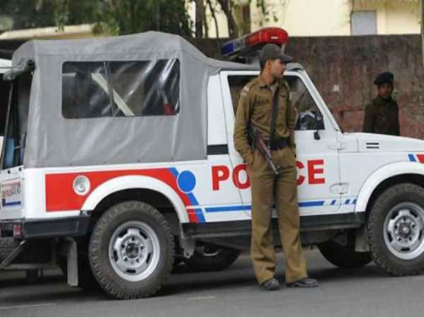 दिल्ली: राजौरी गार्डन में पुलिस सब इंस्पेक्टर को चाकू मारा, तीन गिरफ्तार