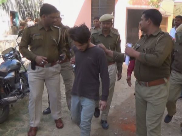 prisoner escaped from after throwing chilli powder in to eyes of Dungarpur Police personnel