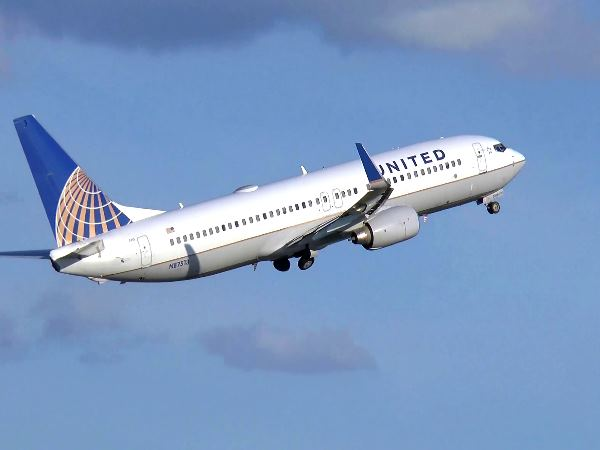 united airline flight diverted after smoke from cockpit