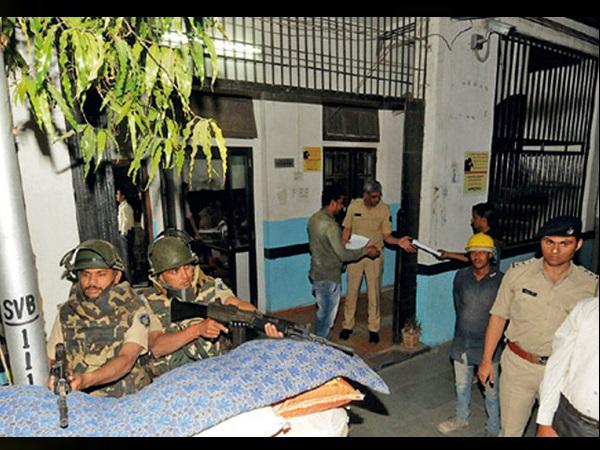 भारत-पाक तनाव: बुलेटप्रूफ जैकेट के साथ अहमदाबाद में तैनात हुए सिपाही, छुट्टियों से लौटने के आदेश
