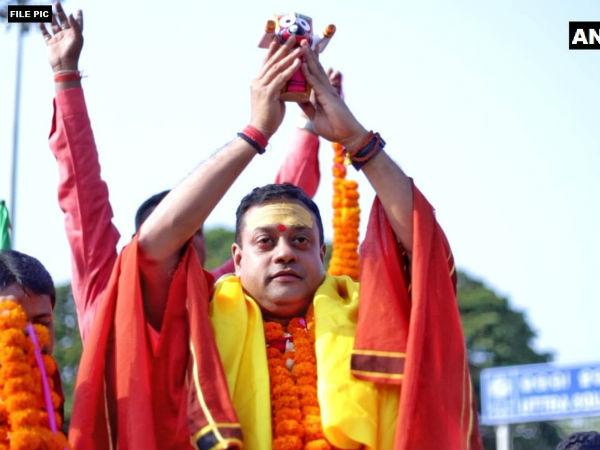 चुनावी रैली में संबित पात्रा हाथ में भगवान जगन्नाथ की मूर्ती लेकर पहुंचे, कांग्रेस ने दर्ज कराई शिकायत
