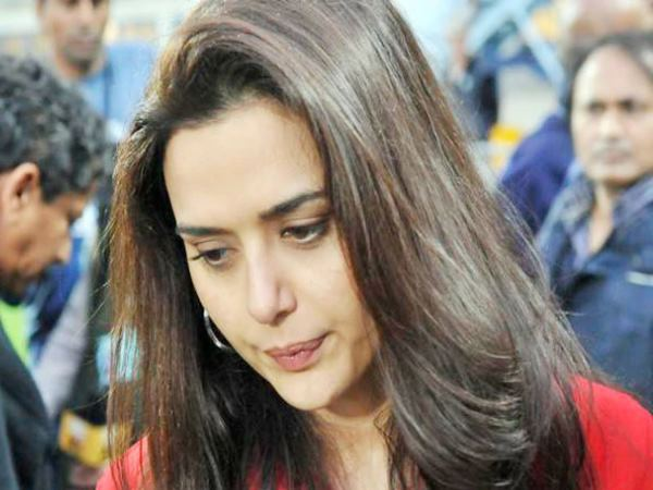 in midst of the tension between India and pakistan preity zinta tweeted this