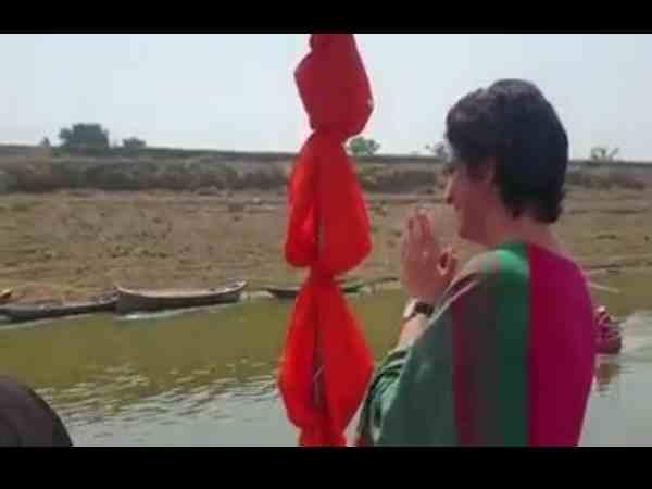 जब नाव पर सवार प्रियंका गांधी ने लोगों से पूछा, इतनी दूर से मुझे कैसे पहचाना? Video
