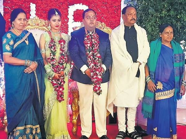 Jharkhand CM Raghuvar Das son Marriage in raipur daughter of Middle class family