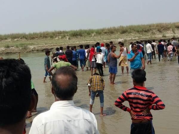 होली पर घर आए 5 छात्रों की लाशें सरयू नदीं में एक ही जगह डूबी मिली