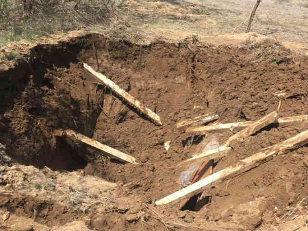 जम्मू कश्मीर: शोपियां में बगीचे में रह रहे थे आतंकी, सेना ने नष्ट किया ठिकाना
