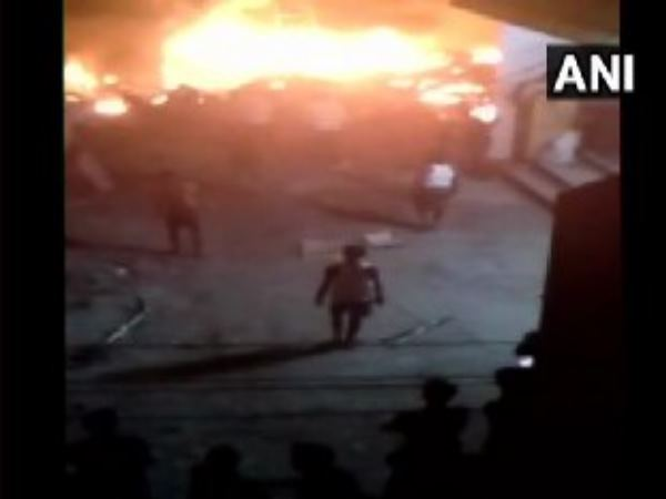 fire broke in godown in gurugram, killed 2