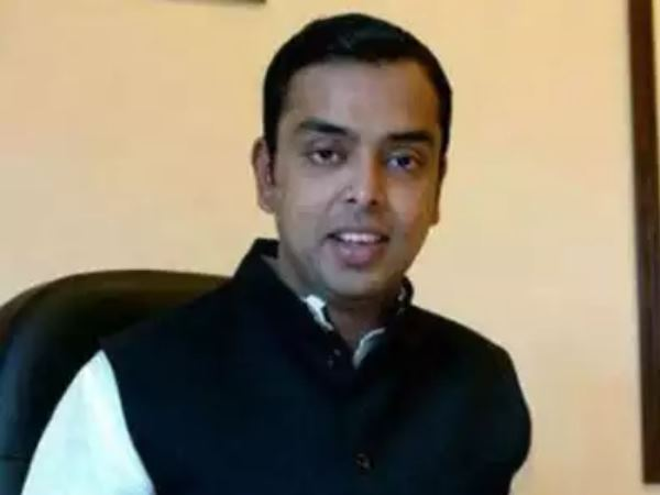 कांग्रेस नेता मिलिंद देवड़ा के खिलाफ विवादित बयान के चलते दर्ज हुई एफआईआर