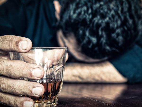 शराब के लिए नहीं दिए पैसे तो कर दी मां और भाई की हत्या, लाश के पास बैठकर पीता रहा बीड़ी