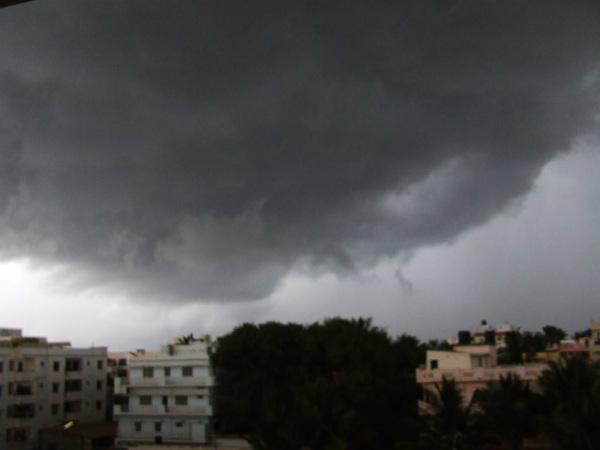 बेंगलुरु, चेन्नई, मुंबई में आंधी-पानी की आशंका, दिल्ली-NCR में भी बदलेगा मौसम