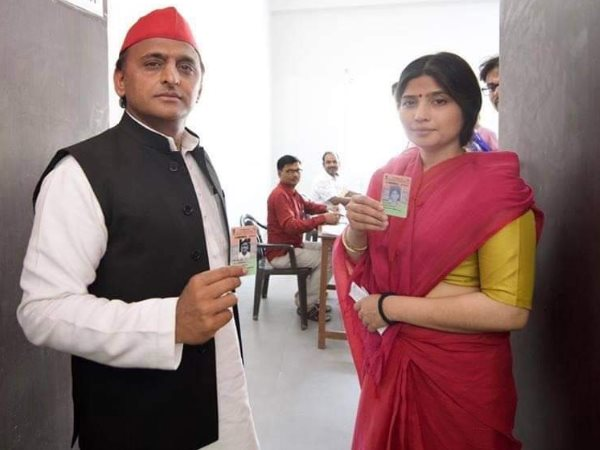 mulayam singh yadav cast their vote along with family