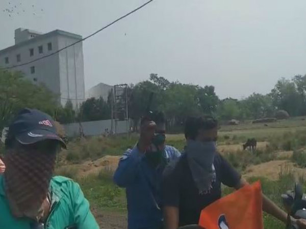 पश्चिम बंगाल: टीएमसी कार्यकर्ता ने बाइक रैली के दौरान लहराई रिवॉल्वर