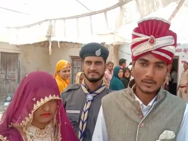 Lok sabha elections 2019: Newly wed Couple Reached For Vote Cast in Bundi