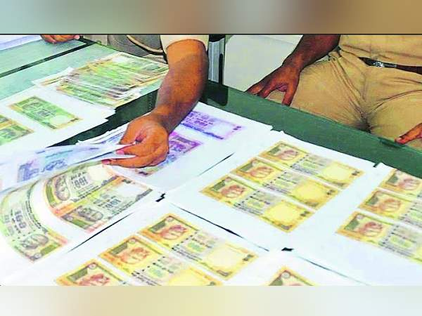 fake currency notes of Rs 8.82 lakh seized in Gujarat