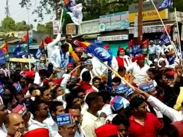 sp bsp workers fight with police in deoria