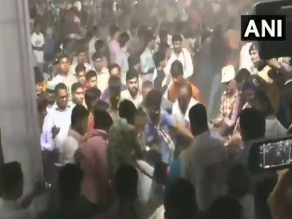 Scuffle breaks out at Congress leader Hardik Patels public meeting in Ahmedabad