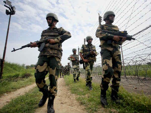 जम्मू कश्मीर: LoC पार से हथियार और ड्रग्स की स्मगलिंग करने वाले 10 आतंकियों की हुई पहचान