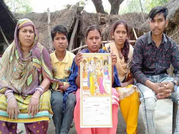 मुस्लिम परिवार ने बेटी की शादी के कार्ड में छपवाए भगवान राम-सीता की फोटो, सब लोग कर रहे तारीफ