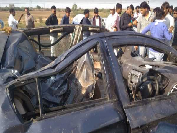 horrific car accident in gujarat, 5 men and women deaths