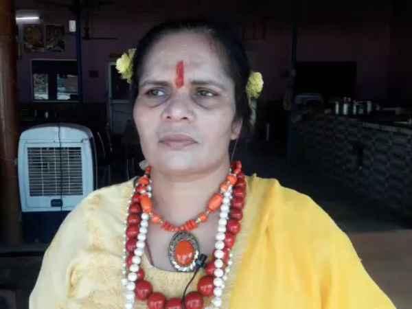 आजम खान पर भड़की साध्वी प्राची, बोलीं- 'उनके खानदान के तो DNA में ही गड़बड़ी'
