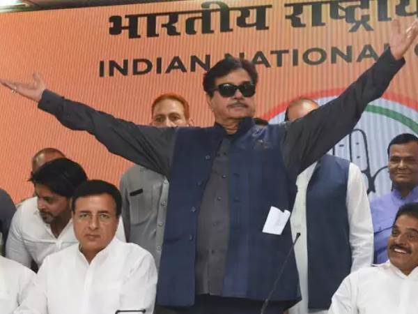 Congress workers protest against Shatrughan Sinha and seeking cancellation ticket from Patna Sahib