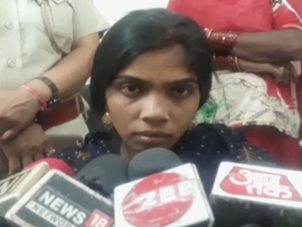 Sikar bride wants with her Mother