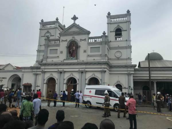 श्रीलंका चर्च ब्लास्ट के बाद पुजारी ने बताई आपबीती, कहा- 'दीवारों पर बिखरे हुए थे मांस के टुकड़े'
