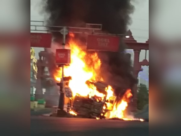 truck catches fire during cross the speed breaker in ujjain