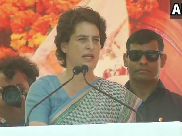 नेहरू-इंदिरा की बात छोड़ें, अपने पांच साल का काम बताएं मोदी: प्रियंका