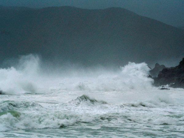 Red Alert पर  तमिलनाडु, चक्रवात 'Fani' मचा सकता है उत्पात, मछुआरों को समुद्र में जाने से रोका