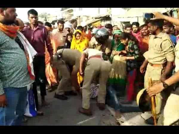 drunken-man fight with UP dial-100 policemen, video viral