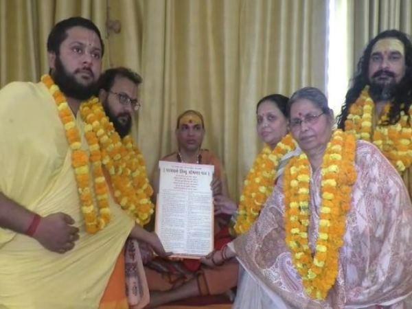 पीएम के खिलाफ साधुओं ने की प्रत्याशी की घोषणा, मंदिर और गौ हत्या सहित ये होंगे मुद्दे