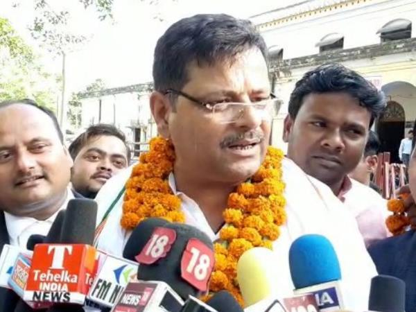 congress candidate vinay kumar controversial statement on cm yogi and pm modi
